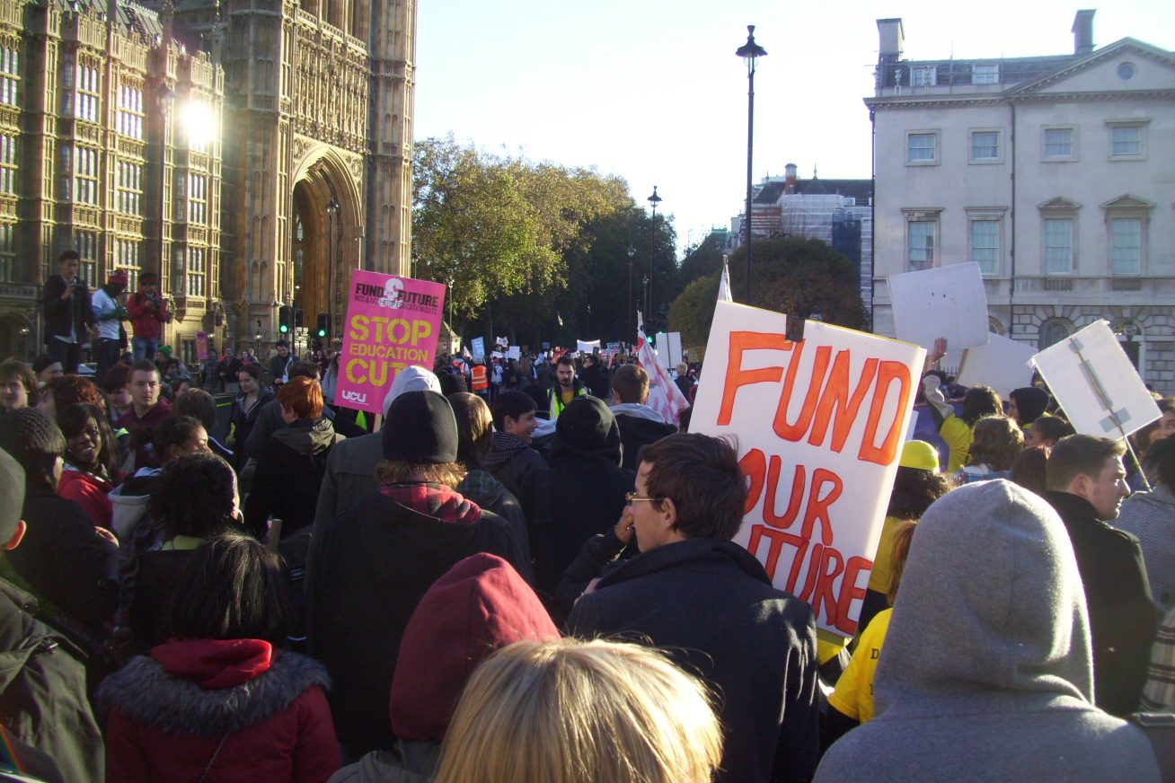 Student_protest_march_past_Houses_of_Parliament
